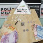 Operação da PM no bairro Santa Cruz leva à Delegacia dupla suspeita por tráfico de drogas