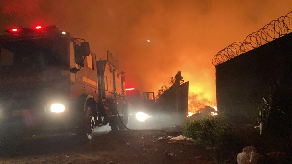 Incêndio  atinge galpão da Asmarcol em Lafaiete