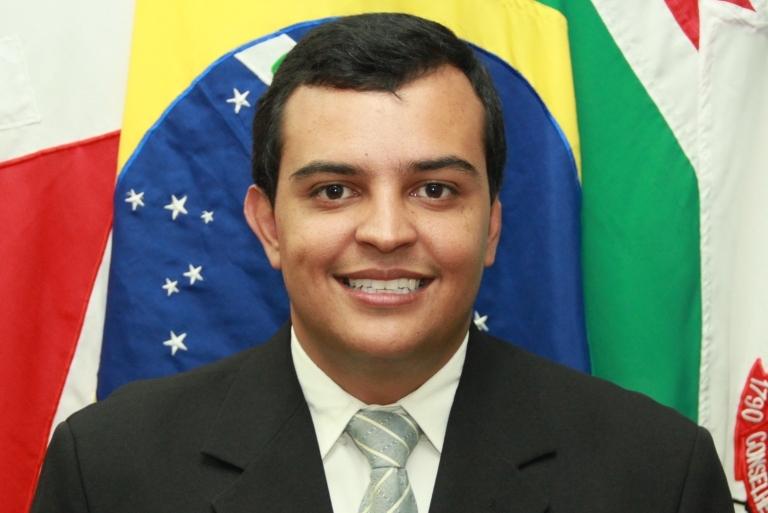 João Paulo vence a eleição na Câmara por 12 a 1