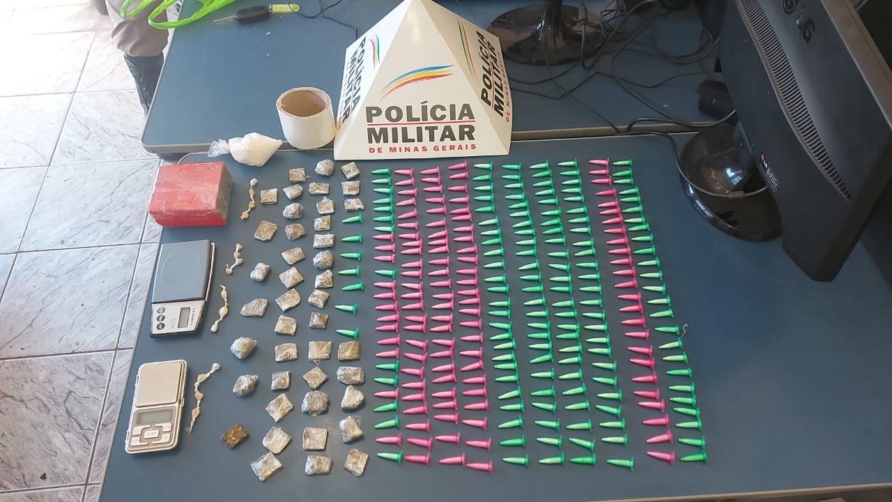 Apreensão de mais de 200 pinos de cocaína em Batida Policial no Bairro Rochedo
