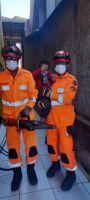 Bombeiros resgatam criança presa em grade de portão