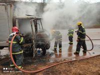Caminhão pega fogo na BR 040