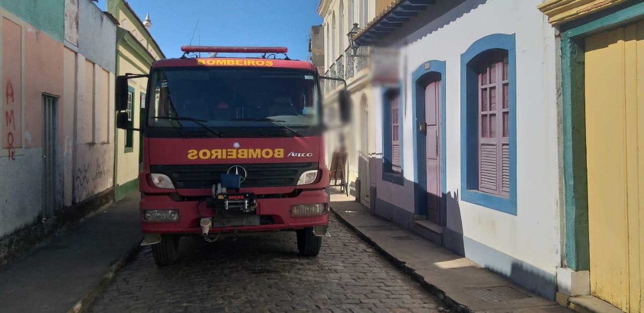 Bombeiros atendem princípio de incêndio em restaurante no Centro Histórico