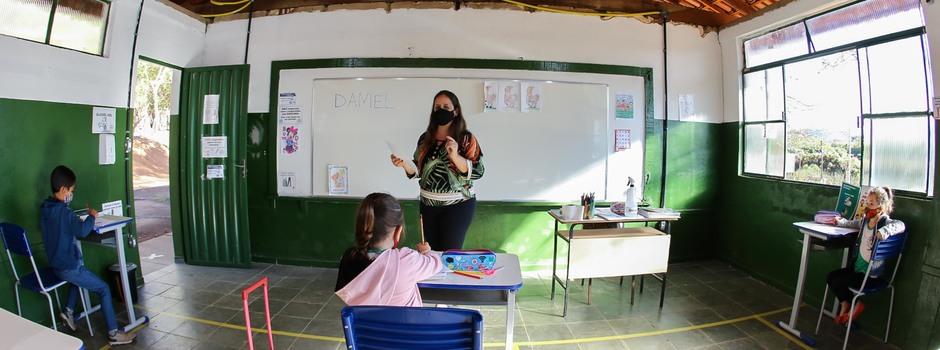 Governo de Minas nomeia mais mil professores aprovados em concurso público para atuar nas escolas da rede estadual